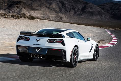 Cadillac With Corvette Engine by Report Says Mid Engine Corvette To Replace C7 In Late 2018