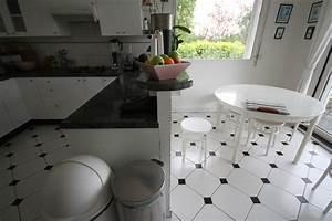 Carrelage sol noir et blanc maison design bahbecom for Carrelage cuisine noir et blanc
