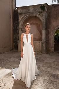 Brautkleid Vintage Schlicht : cleanes wei es brautkleid mit neckholder und schleppe von ~ Watch28wear.com Haus und Dekorationen