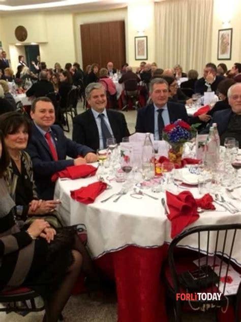 alimenti contro i cri croce rossa l italia aiuta si ritrova all istituto