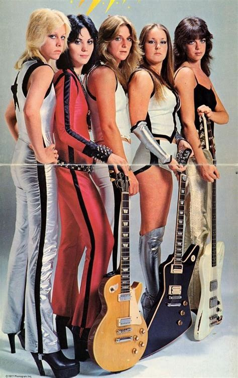 Photo Of Cherie Currie And Michael Steele And Joan Jett And Runaways Foto Door Gab Archive Op