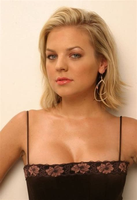 celebrity medium length bob hairstyle kirsten storms