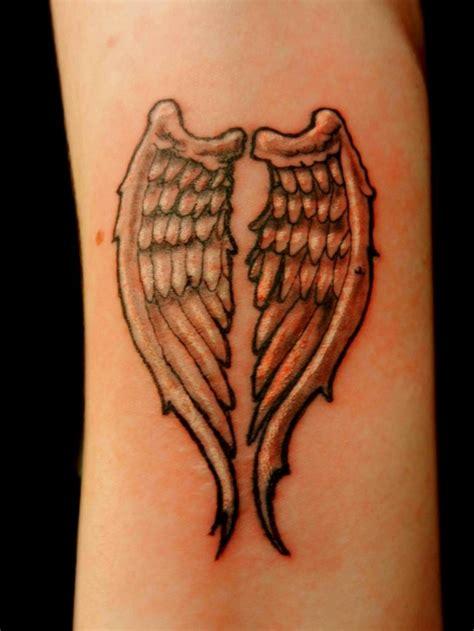 fluegel tattoo  trendige ideen