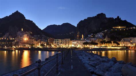 Photo Amalfi Italy Mountains Fence Coast Night Time Cities