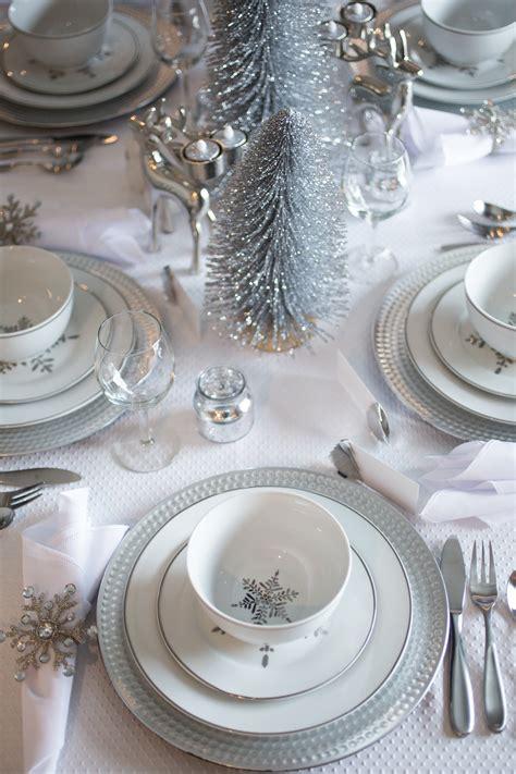 setting   christmas table decorations kelsey bang