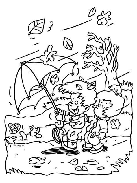 Kleurplaat Herfst Eekhoorn by Kleurplaat Herfst Wind Regen Kleurplaten Nl
