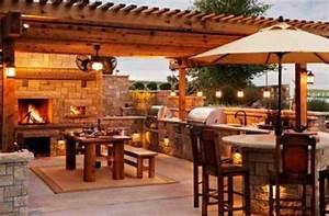 garten kuche mit grill feuerstelle beleuchtung naturstein With feuerstelle garten mit balkon beleuchtung led
