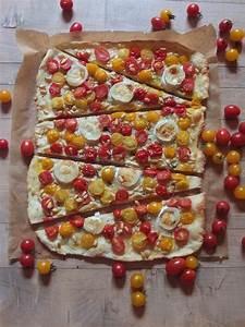 Tomaten Blätter Gelb : bunter tomaten ziegenk se flammkuchen mit pinienkernen und thymian la crema ~ Frokenaadalensverden.com Haus und Dekorationen