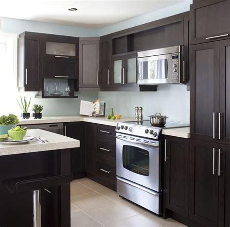 le comptoir cuisine armoires de cuisine de style contemporain l 39 îlot et la