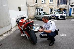 Plaque D Immatriculation Anti Radar : r gion un motocycliste mi chemin entre james bond et macgyver ~ Maxctalentgroup.com Avis de Voitures