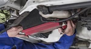 Comment Changer Une Batterie De Voiture : le remplacement de la batterie d une voiture ~ Medecine-chirurgie-esthetiques.com Avis de Voitures