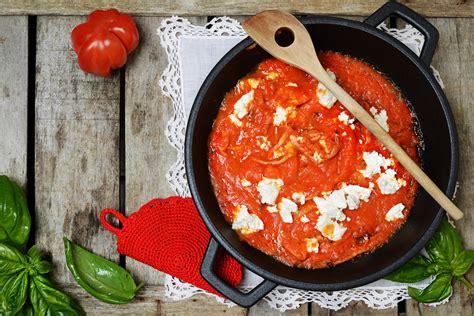 Tomatensoße Aus Kleidung Entfernen by Tomatenflecken Entfernen Tipps Tricks Haushaltstipps Net