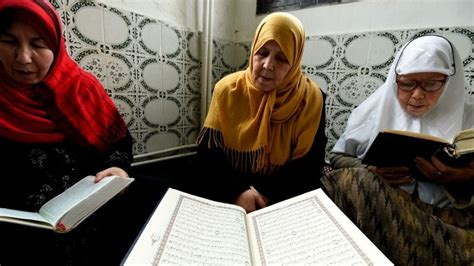 In Algeria, Women 'imams' Battle Islamist Radicalization