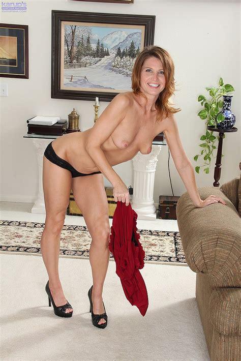 Charming MILF Sky Rodgers Display Her Hooters MILF Fox