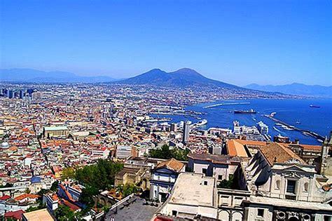 🌍 12 populārākās tūrisma apskates vietas Neapolē un dienas ...