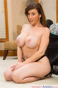 Big Titted Milf Sara Jay Is Horny Milf Fox