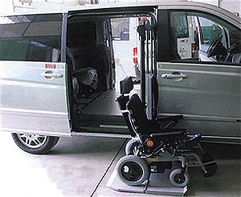 auto per disabili con pedana autocarrozzeria