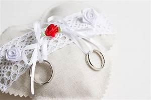 Ringkissen Selber Nähen : romantische ringkissen kreativlabor berlin ~ Frokenaadalensverden.com Haus und Dekorationen