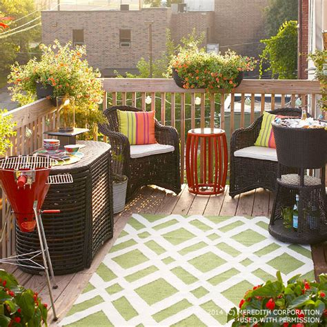 Big Outdoor Entertaining Ideas For Small Spaces Better