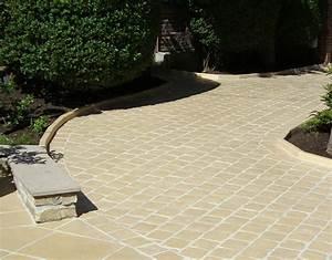 une allee de paves en pierre reconstituee jusqu39au garage With pave pour allee de garage