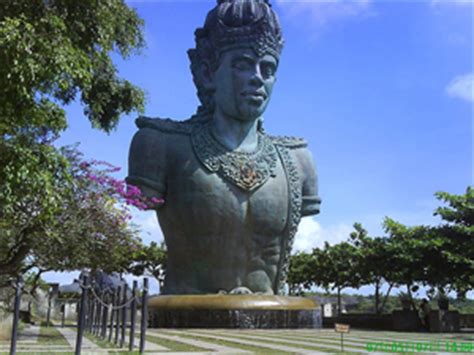 garuda wisnu kencana  unfinished giant statue bali