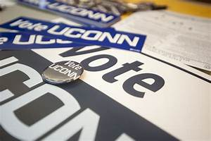 Students Register to Vote - UConn Today