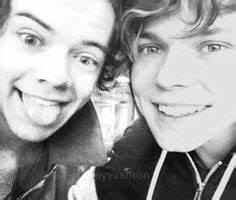Ashton Irwin and Harry Styles on Pinterest