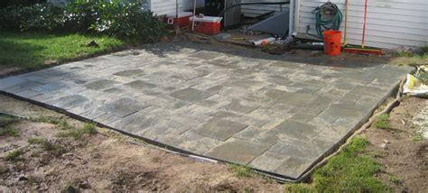 high resolution laying patio blocks 10 laying pavers