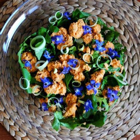 fiori di borragine ricette insalata con fiori di borragine e dressing alle carote