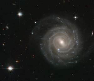 Barred spiral bares all | ESA/Hubble