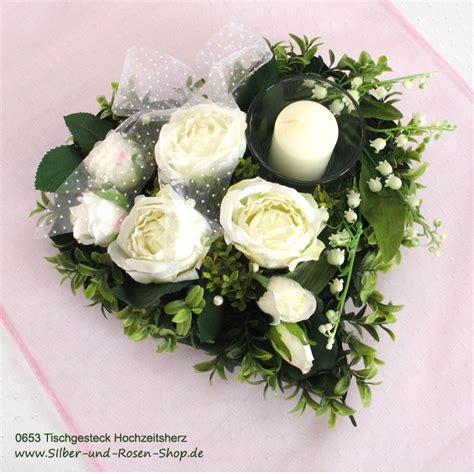 tischgesteck rosenherz mit kerze  bestellen