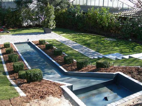 Geometrische Garten Galabau Mähler Wasserrutsche