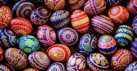 Grupo étnico Alemão Decora Ovos Para A Páscoa-fotos