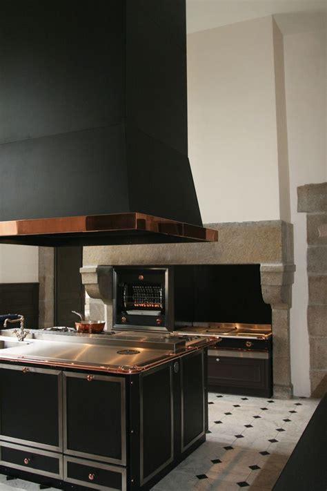 la hotte de cuisine une cuisine de malouinière dans le style la cornue