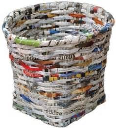 Tapisser Avec 2 Papiers Differents : comment tresser un panier avec du papier journal vannerie de papier recup ecoclash partage ~ Nature-et-papiers.com Idées de Décoration