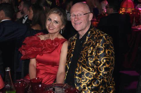 billionaire builds uks  expensive home  hedge fund heartland mansion global
