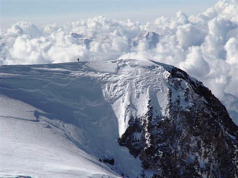 guided  summit climbing expedition mount elbrus