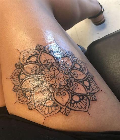 Tatouage Mandala Femme Cuisse