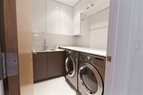 modernist house modern laundry room toronto  biglarkinyan design planning