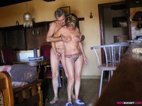 Wifebucket Mature Hottie Has Sexy Times Outdoor
