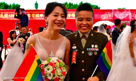 Same Sex Couples Marry In Mass Military Wedding A First