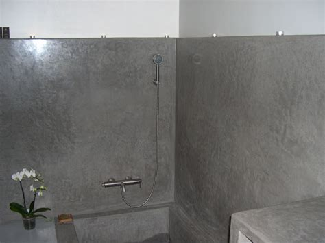 tadelakt de marrakech lahouari tahiri salle de bain en tadelakt gris baignoire console