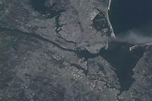 File:Manhattan smoke plume on September 11, 2001 from ...