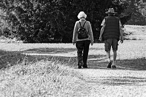 96+ Black And White Photography People Walking - People ...