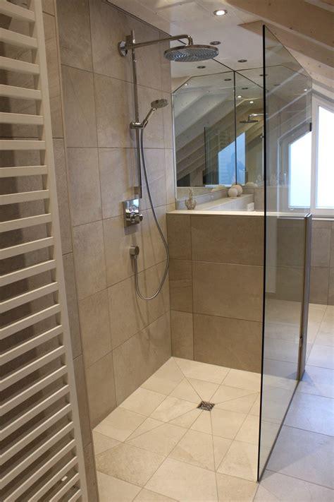 Badezimmer Fliesen Duschbereich by Badezimmer Kast Fliesen