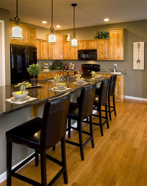 Findley myers beacon hill red oak kitchen cabinets other. Model Kitchen with Oak Cabinets - like the paint color ...