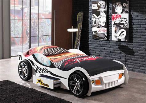 deco chambre voiture decoration chambre voiture de course