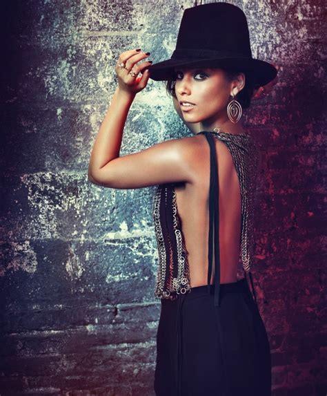 Alicia Keys & Maroon 5 To Perform At Grammy Awards 2013