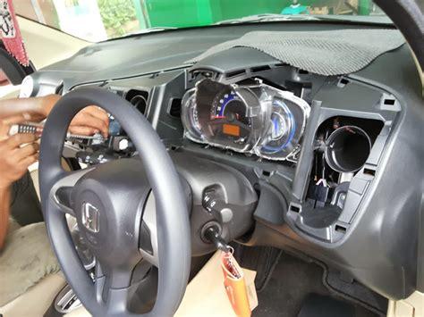 Modifikasi Dashboard Mobil by Pasang In Dash Tv Gps Tracker Dan Filter Kabin