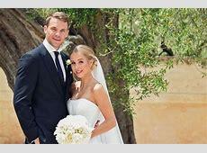 Hochzeit in Italien Manuel Neuer auf Krücken vor dem